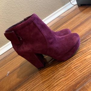 Super cute Gianni Bini booties